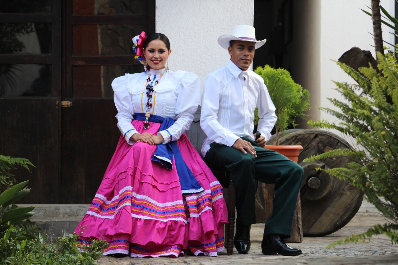 Couple wearing the creole or colonial costume of the municipality of Camasca